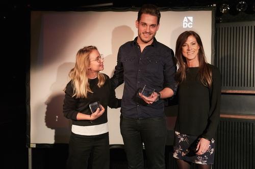 ADC_YCA 2016_Preisverleihung_Die Gewinner der Kategorie Cyber Dominique Magnusson & Luca Schneider mit Manuela Gualeni (UBS).jpg