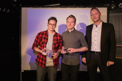 ADC_YCA 2016_Preisverleihung_Die Gewinner der Kategorie Outdoor Ben Staudenmann & Lukas Amgwerd mit Peer Kleinfeldt (APG|SGA).jpg