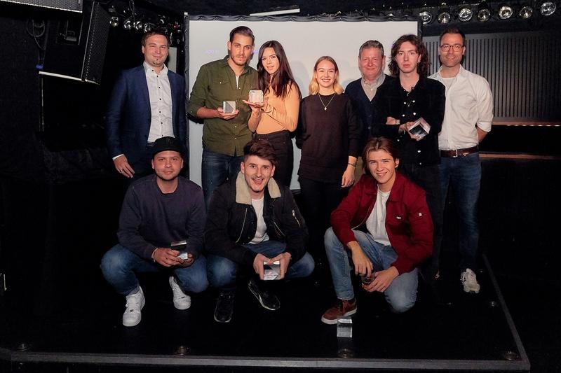 ADC YCA 2018_Die Gewinner mit den Sponsoren Raffaello Giorgio (PostMail), Rose Portmann (Swisscom), Rudi Haller (Swissfilm Association) und Nicolas Perner (Blick).jpg