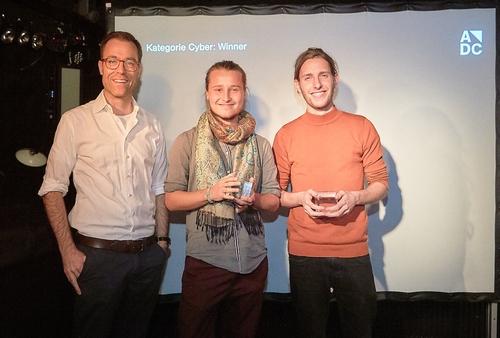adc_yca_2017_Nicolas Pernet (Blick) mit den Gewinnern der Kategorie Cyber Oscar Jacobson & Christian Frei.jpg