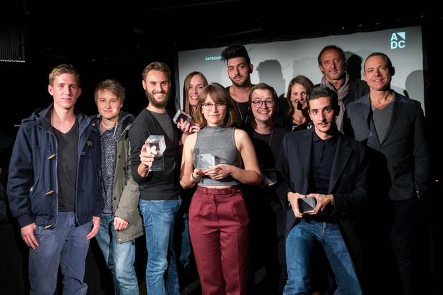 adc_yca_preisverleihung_2015-Die Gewinner 2015 mit den Sponsoren Nicole Zingg, die Mobiliar, Reiner Roduner, Swissfilm Association und Andreas Lang, Die Post:PostMail.jpg