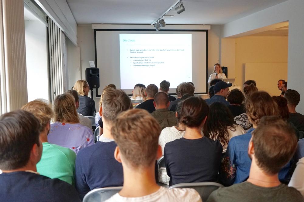 ADC YCA 2018_Rose Portmann (Swisscom) erläutert das diesjährige Briefing.jpg